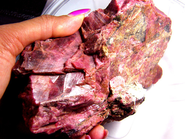 RHODHONITE COLLECTOR INVESTMENT SPECIMEN 2000G/10000CTS