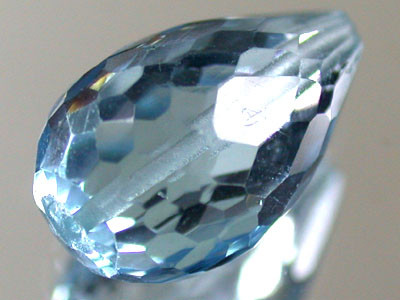 BLUE TOPAZ BEAD  PEAR SHAPE 3.90 CTS  GW 1475