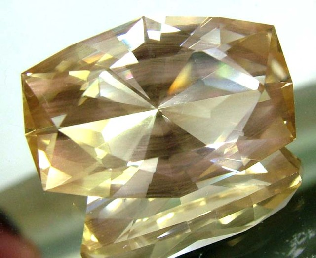 SUNSTONE FACETED VVS1 COLLECTOR PC 12.52 CTS  SG-2334