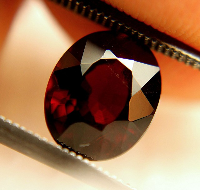 3.27 Carat VS Spessartite Garnet - Beautiful Gemstone