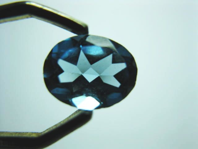 1.7 cts BEAUTIFUL DEEP BLUE TOPAZ FACETED OVAL GEM