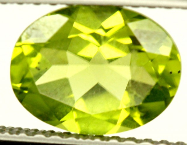 PERIDOT FACETED STONE 1.95 CTS PG-857
