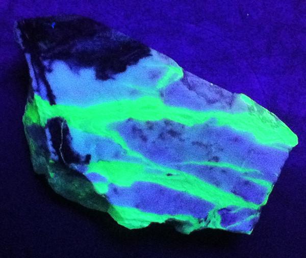 Picture has been taken under short wave ultraviolet light.