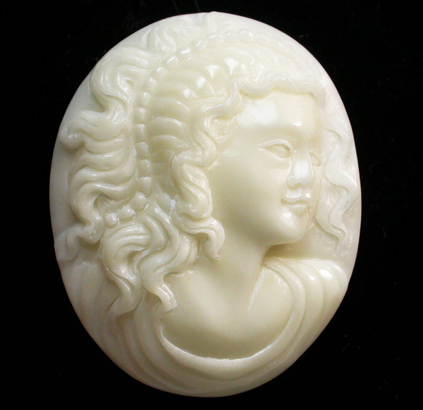 37.25 CTS IVORY FROM PALM  QUALITY  CARVING [MGW426]