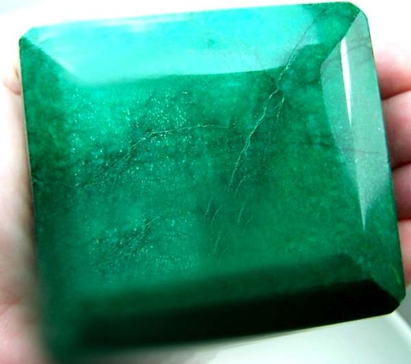 MASSIVE EMERALD FACETED GREEN COLLECTOR PC  2510CTS RAS
