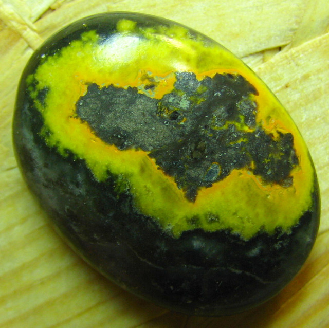 ECLIPSE CABOCHON STONE FROM INDONESIA 46.00 CTS