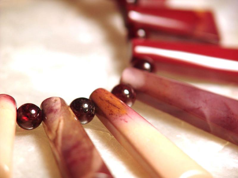 Mookite / Garnet Strand - Superb