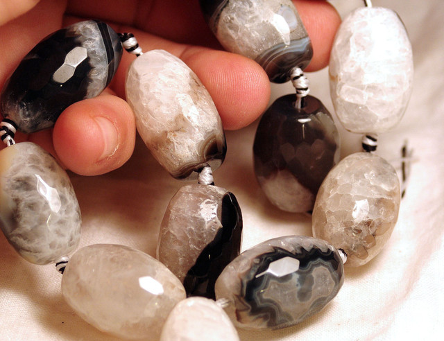 Faceted Agate Strand 923 Tcw. - 12 pcs. - 27.5mm by 20