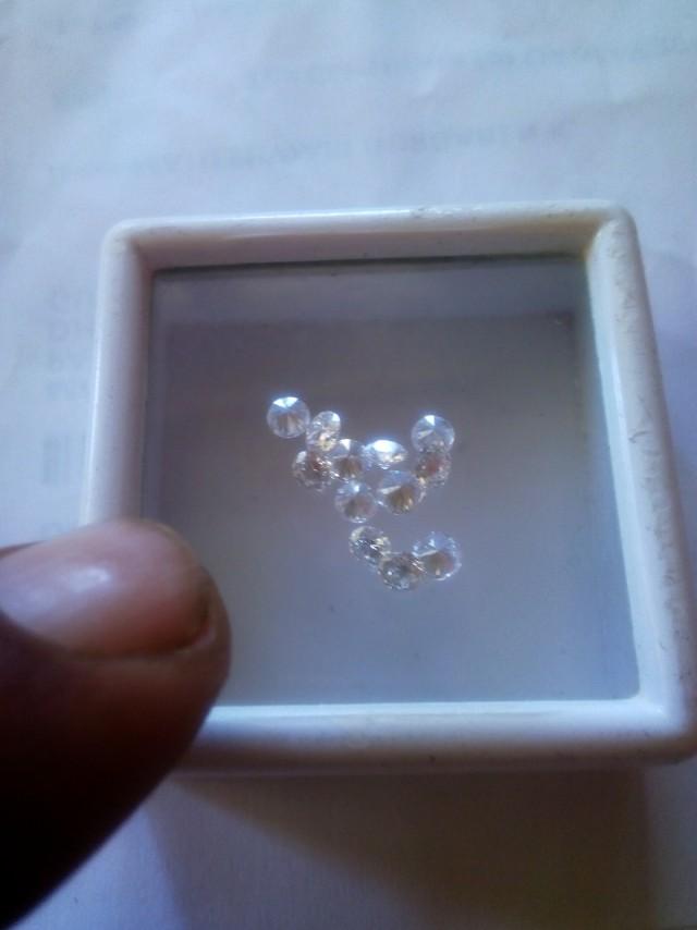 NATURALWHITE DIAMOND-8-10PTS-1CTWLOT