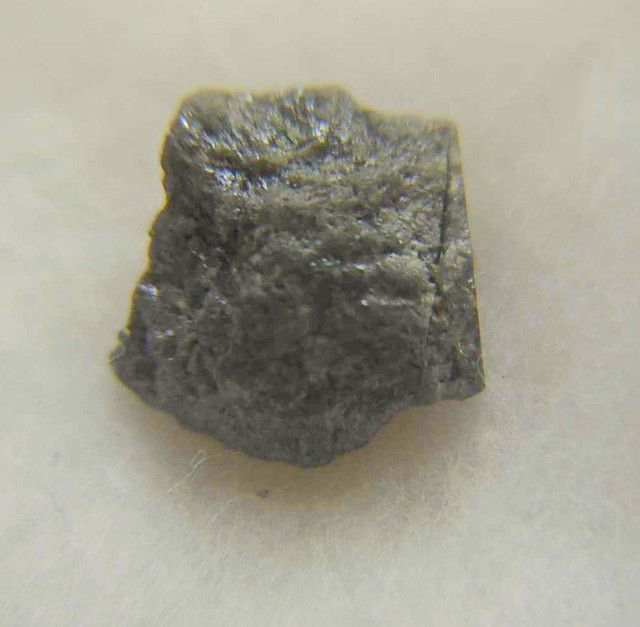 18.40CTWSIZE BLACK UNTREATED ROUGH DIAMOND
