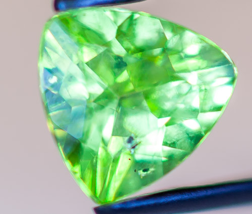 PERIDOT FACETED STONE  1.95CTS JW155