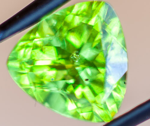PERIDOT FACETED STONE  1.55CTS JW156