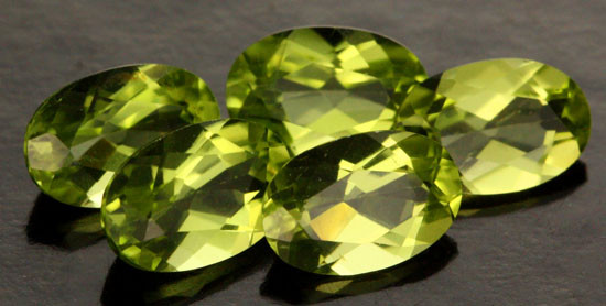 2.44 CTS PARCEL OF 5 PERIDOT GEMS (SB216)