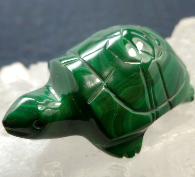 MALACHITE TURTLE CARVING 118.6 CARATS  RT 1643