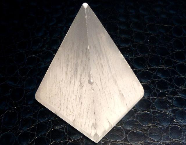 SELENITE PYRAMID SHAPE   CARATS 379.70  RT1759