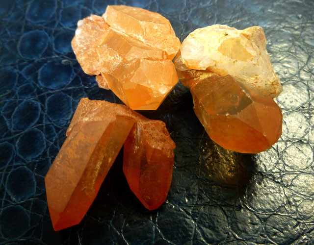 134 CTS TANGERINE CRYSTALS RT 2432