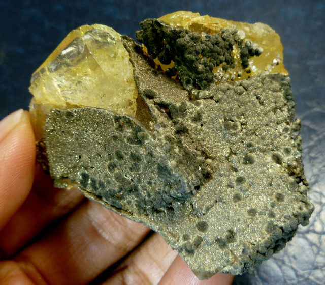 416 CTS YELLOW FLUROITE SPECIMEN WITH PYRITE, MS137