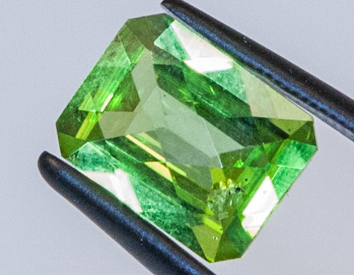 PERIDOT FACETED STONE  2.15CTS JW340