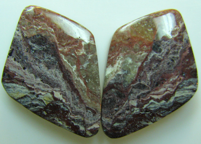 BANDED PATTERN JASPER PAIR 21.25 CTS