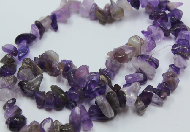 150 CTS 8-10 MM NATURAL AMETHYST CHIPS BEADS 16 INCHES