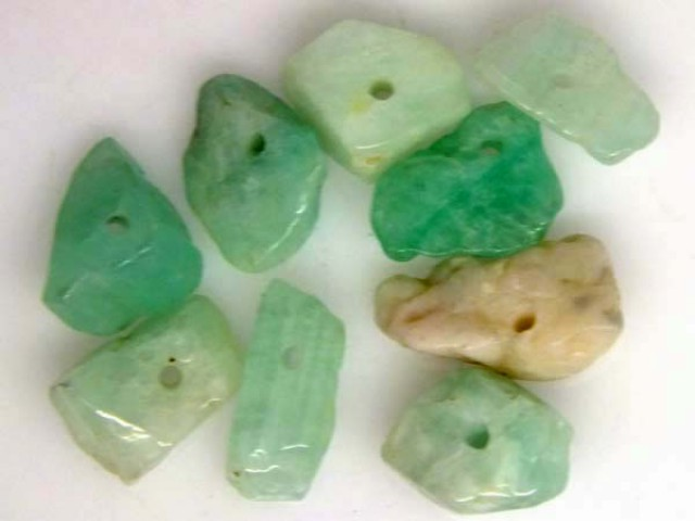 EMERALD BEAD UNTREATED DRILLED 9 PCS 11 CTS   NP-1389