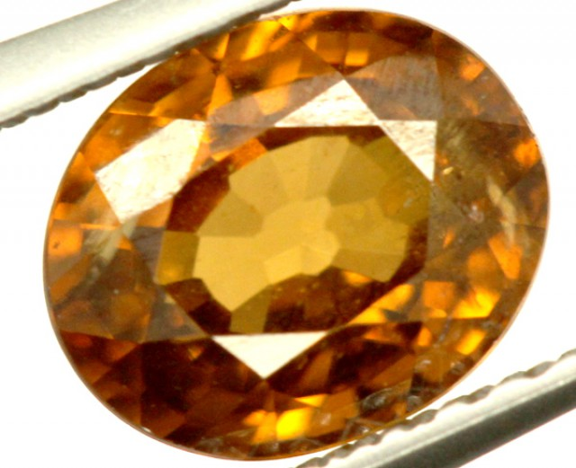 GOLDEN ZIRCON FACETED STONE 1.90 CTS PG-670