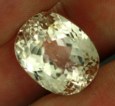 25.76 CTS CERTIFIED VS YELLOW TRIPHANE FROM AFGANISTAN [SPT3]