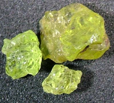 PERIDOT ROUGH (PARCEL) 2.65 CTS FN 482 (L0-GR)
