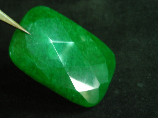 252 CTS LARGE FACETED EMERALD GREEN QUARTZ     11108