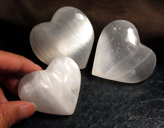 867 CTS PARCEL 3 SELENITE HEARTS    GG 115