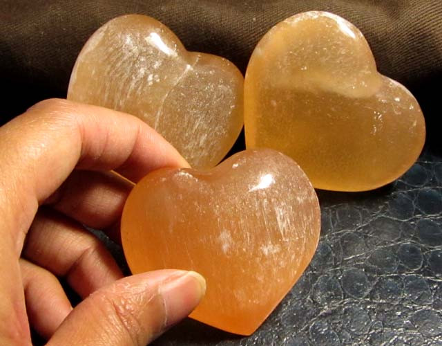 886 CTS PARCEL 3 SELENITE HEARTS PEACH COLOR     GG 126