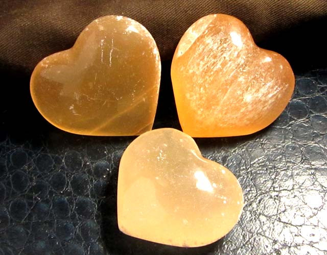 892 CTS PARCEL 3 SELENITE HEARTS PEACH COLOR     GG 127