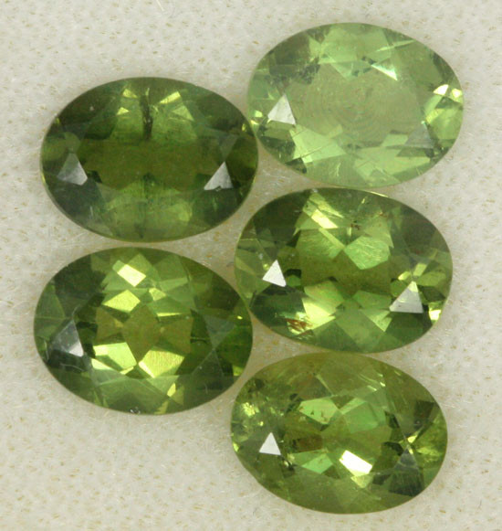 6.16 CTS PARCEL OF 5 NATURAL APATTIE - YELLOW GREEN [SB647]
