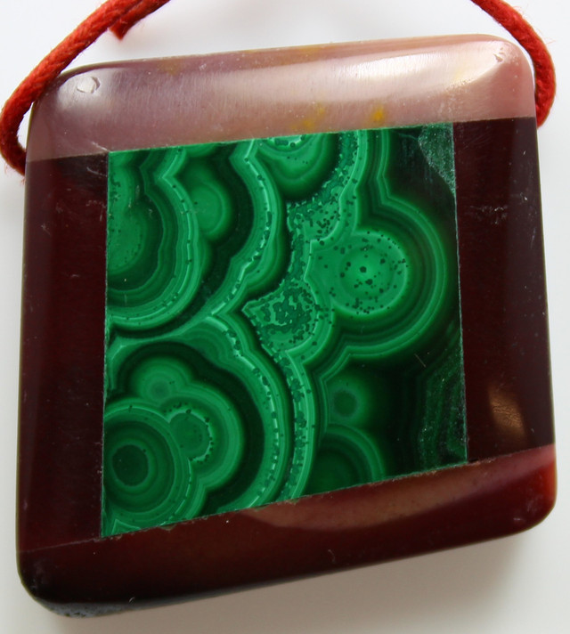 65.50 CTS INTARSIA MALACHITE EYE LIKE RINGS MOOKAITE SIDES