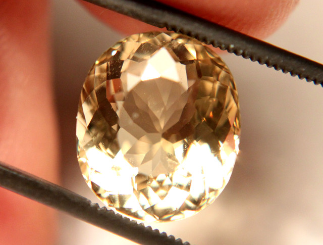 5.50 Carat VVS1 South American Golden Beryl - Beautiful