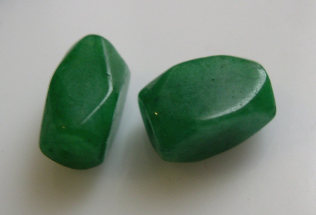 2 EMERALD BEADS 9,98cts