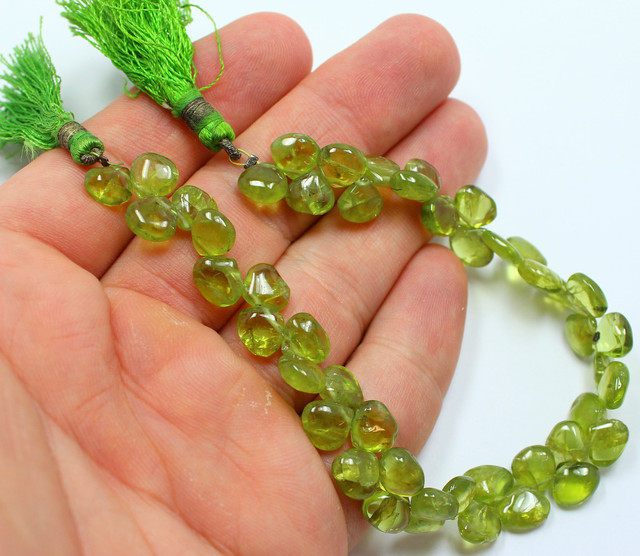 103 CTS PERIDOT NATURAL STRAND OF BEADS 47 STONES