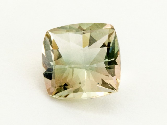 2.6ct Oregon Sunstone, Champagne Square (S488)