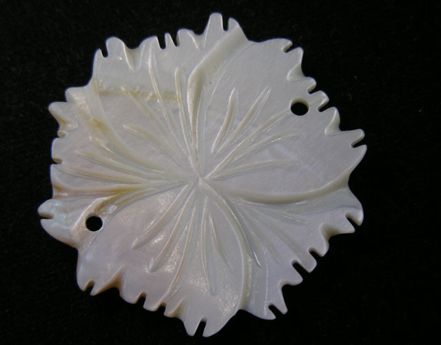 30 CTS SHELL CARVED FLOWER BEAD 11430