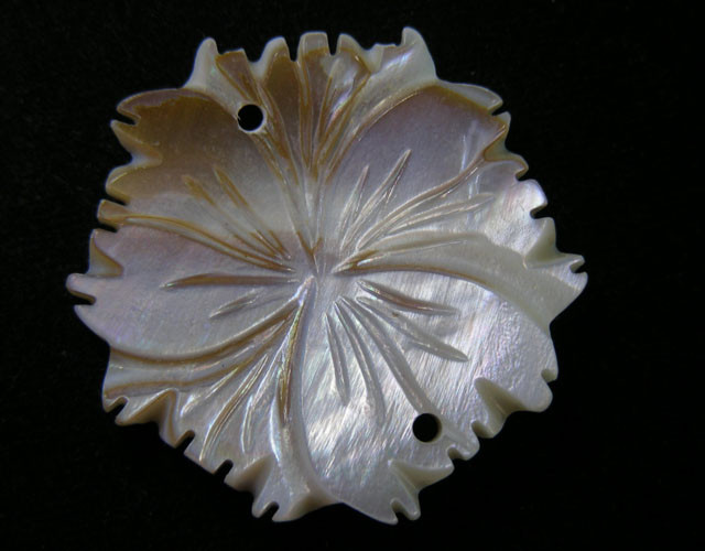 39.6  CTS SHELL CARVED FLOWER BEAD 11434