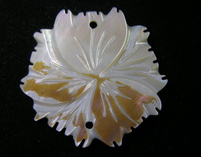 21.9 CTS SHELL CARVED FLOWER BEAD 11435