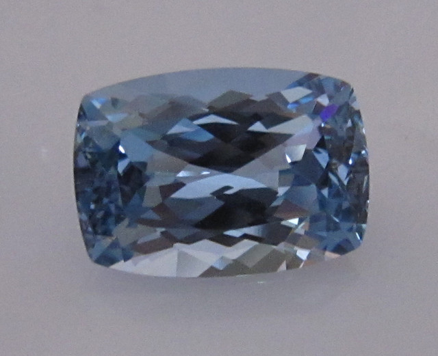 8.84cts BEAUTIFUL BLUE TOPAZ CUSHION CUT