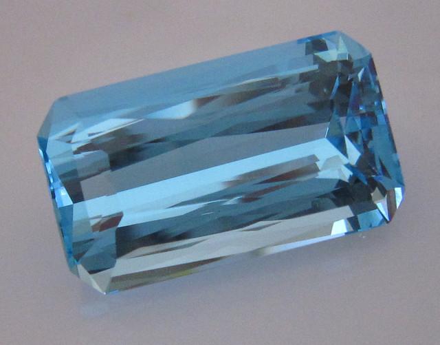 24.41cts SPECTACULAR BLUE TOPAZ EMERALD CUT