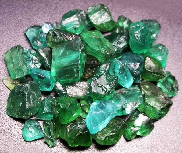 180.00 CTS APATITE ROUGH -NEON BRIGHT COLOURS [MGW3004]
