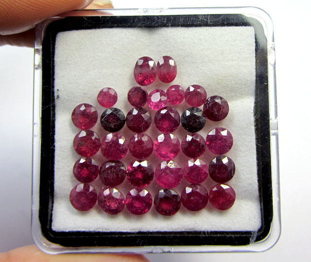 RUBIES ARE PHOTOGRAPHED IN A TRANSPARENT BOX (RUBIES MAY HAVE FLUFFY BITS FROM FOAM IN THE BOX)