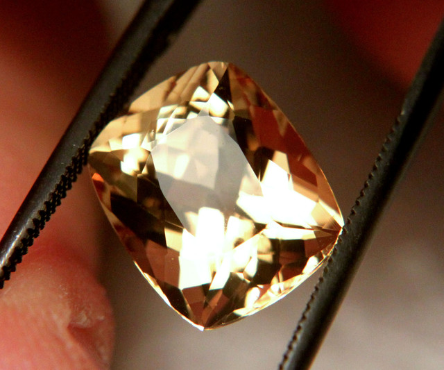4.47 Carat VVS1 Brazillian Golden Beryl - Superb