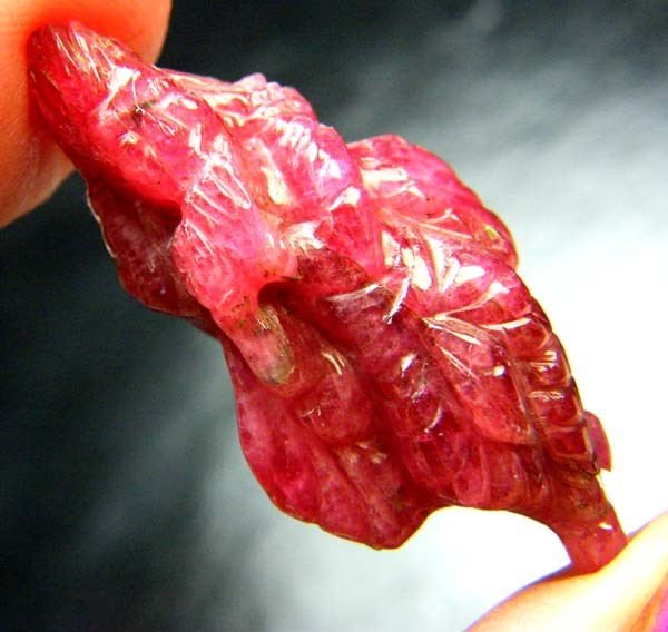 RHODHONITE KRISHNA CARVING 36.60CTS LT-702