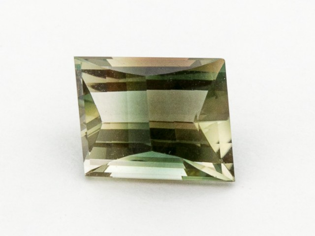 3.2ct Oregon Sunstone, Green/Champagne trapezoid (S290)