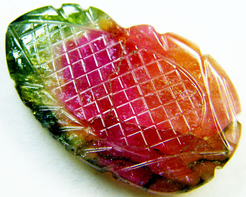 WATERMELON BI COLOUR CARVED TOURMALINE 16.30 CTS GWE 77-14