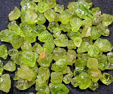PERIDOT ROUGH (PARCEL) 50  CTS FN 1717 (LO-GR)